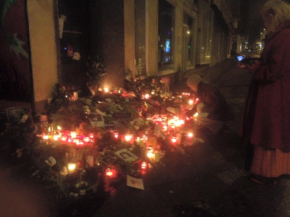 Bowie memorial, 4am, January 12, 0 degrees. Photo: Jeremy Conlon (2) 2016